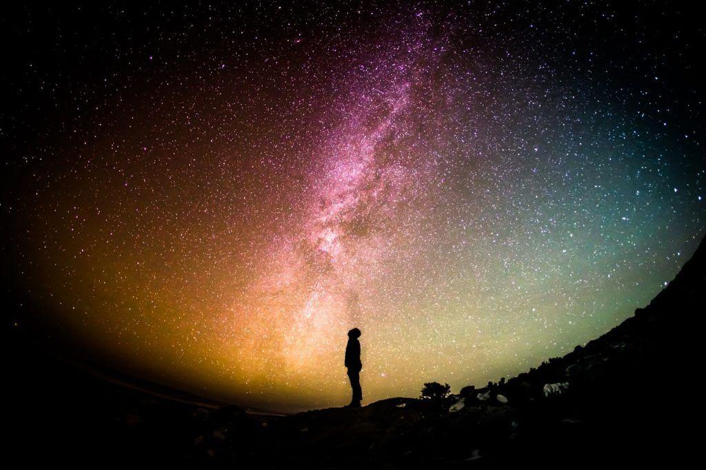Sognare guardando il cielo - 4 Brevi Storie Motivazionali su Lavoro, Tempo e Sogni