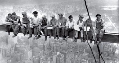 Lunch Atop A Skyscraper - 11 uomini pranzano sopra al grattacielo di New York