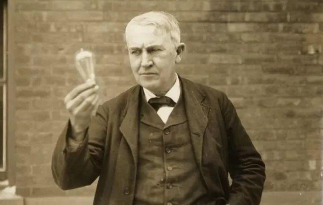 Un giorno Thomas Edison tornò a casa e consegnò un foglio a sua madre.